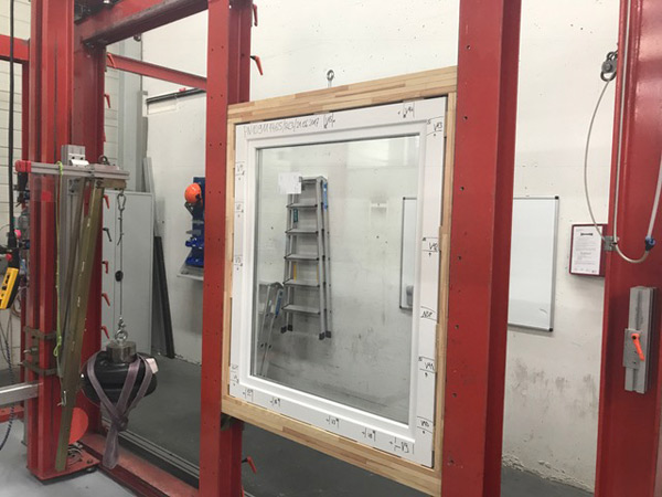 Bis zu 20 RC3 Pilzköpfe sichern das Fenster ausreichend.